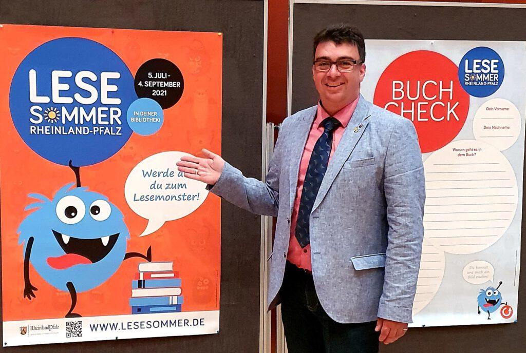 Helge Schwab bei Eröffnung Lesesommer 2021